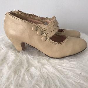 Chase & Chloe Vintage Style Heels